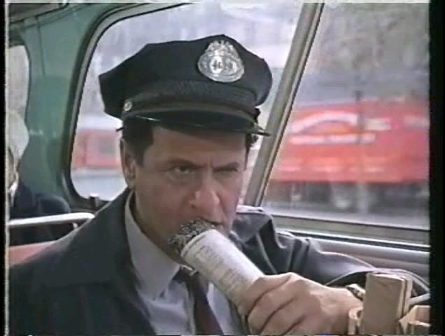 Илай Уоллак водитель автобуса