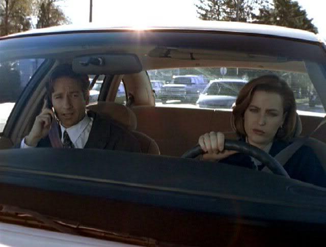 Малдер і Скаллі в машині