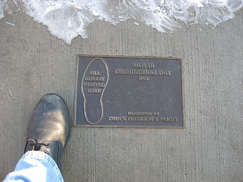 12 фактов фильм День сурка мемориальная доска в Вудстоке