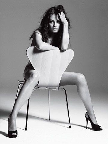 Мила Кунис стул ноги Mila Kunis chair legs sexy