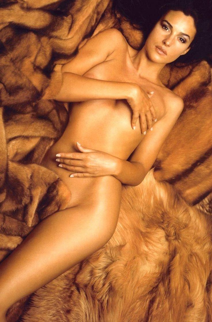 Моника Белуччи фото голая в мехах Monica Belucci photo nude in fur