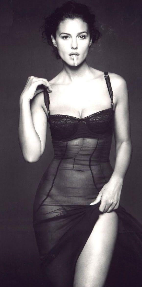 Моника Белуччи фото голая прозрачное платье Monica Belucci photo nude see-through