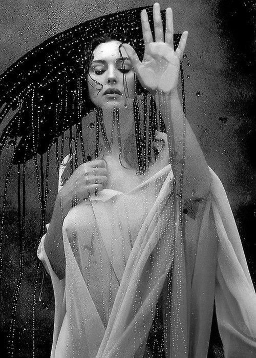 Моника Белуччи фото голая стекло Monica Belucci photo nude glass