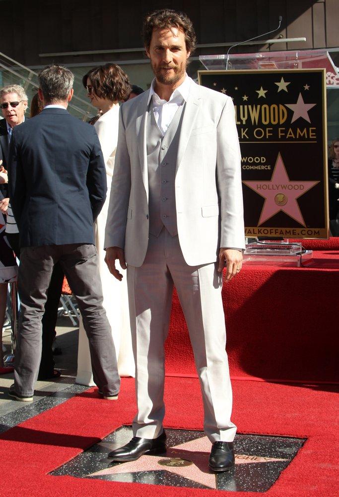 Мэттью Макконахи звезда на голливудской Аллее славы