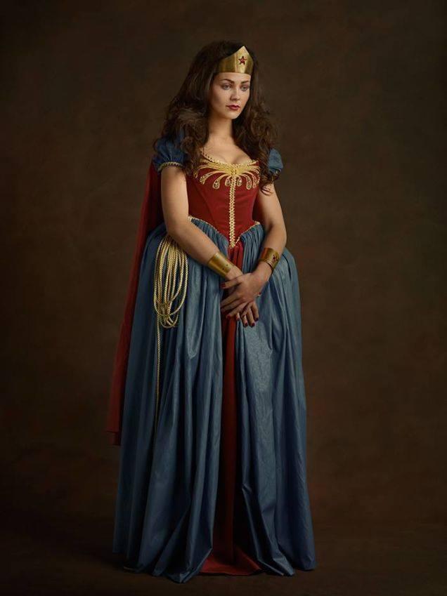Супергерои в костюмах эпохи ренессанс Чудо-женщина