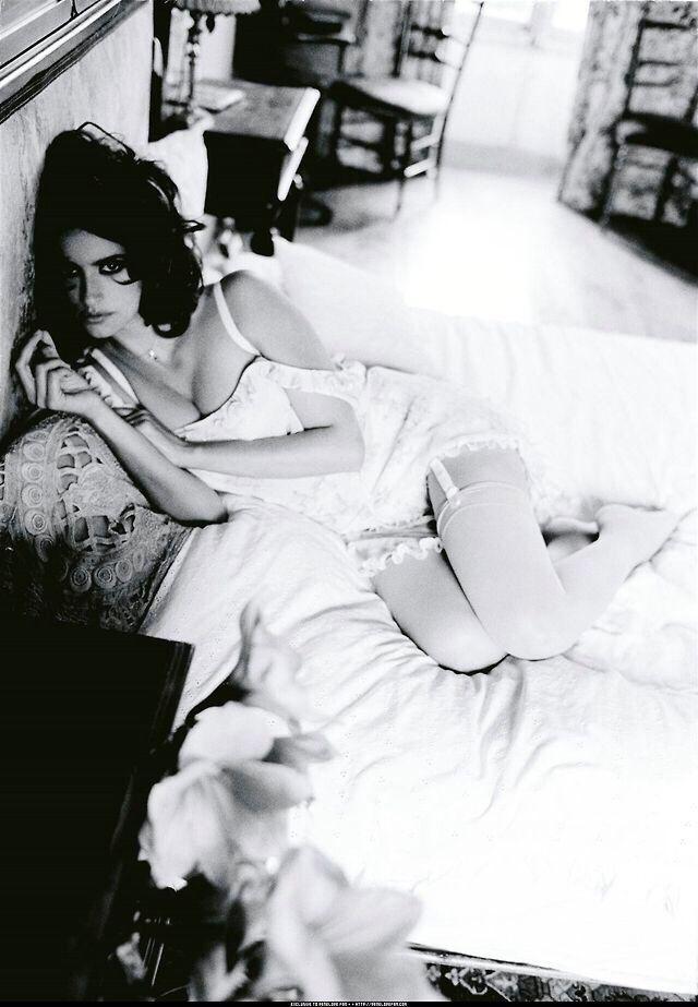 penelope cruz photo lingerie bed Пенелопа Крус фото белье