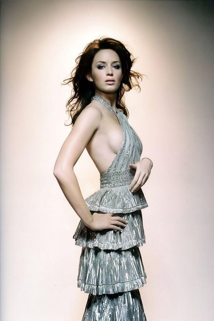 Эмили Блант фото грудь Emily Blunt photo breast