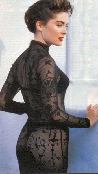Лара Флинн Бойл фото прозрачное платье Lara Flynn Boyle photo see-through