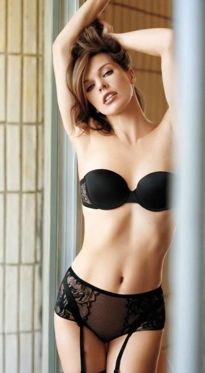 Мила Йовович фото белье  Mila Jovovic photo lingerie