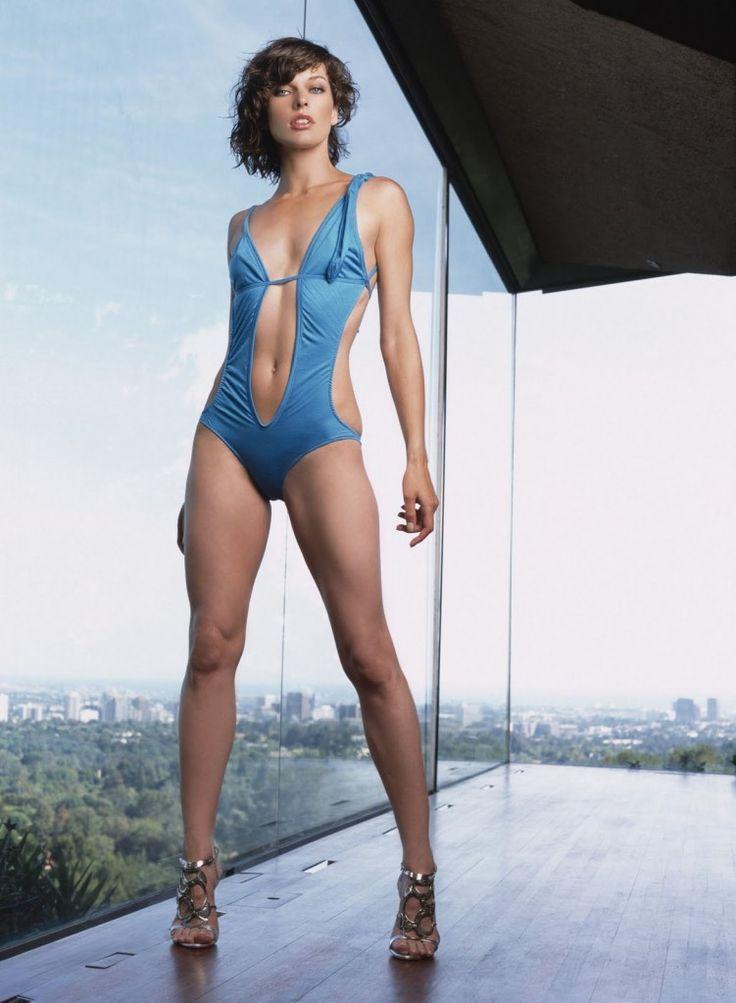 Мила Йовович фото купальник Mila Jovovic photo gun swimsuit