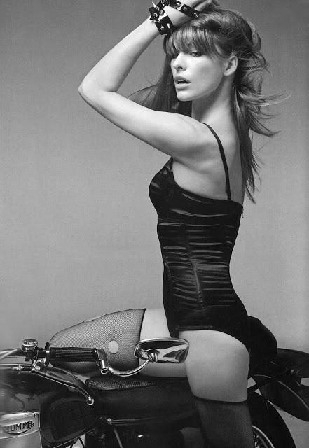Мила Йовович фото мотоцикл Mila Jovovic photo bike