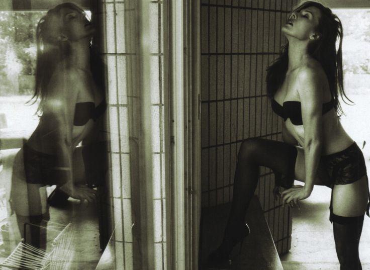 Мила Йовович фото отражение Mila Jovovic photo reflection