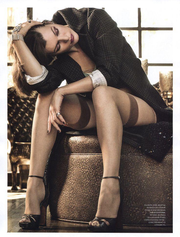 Мила Йовович фото чулки  Mila Jovovic photo stockings