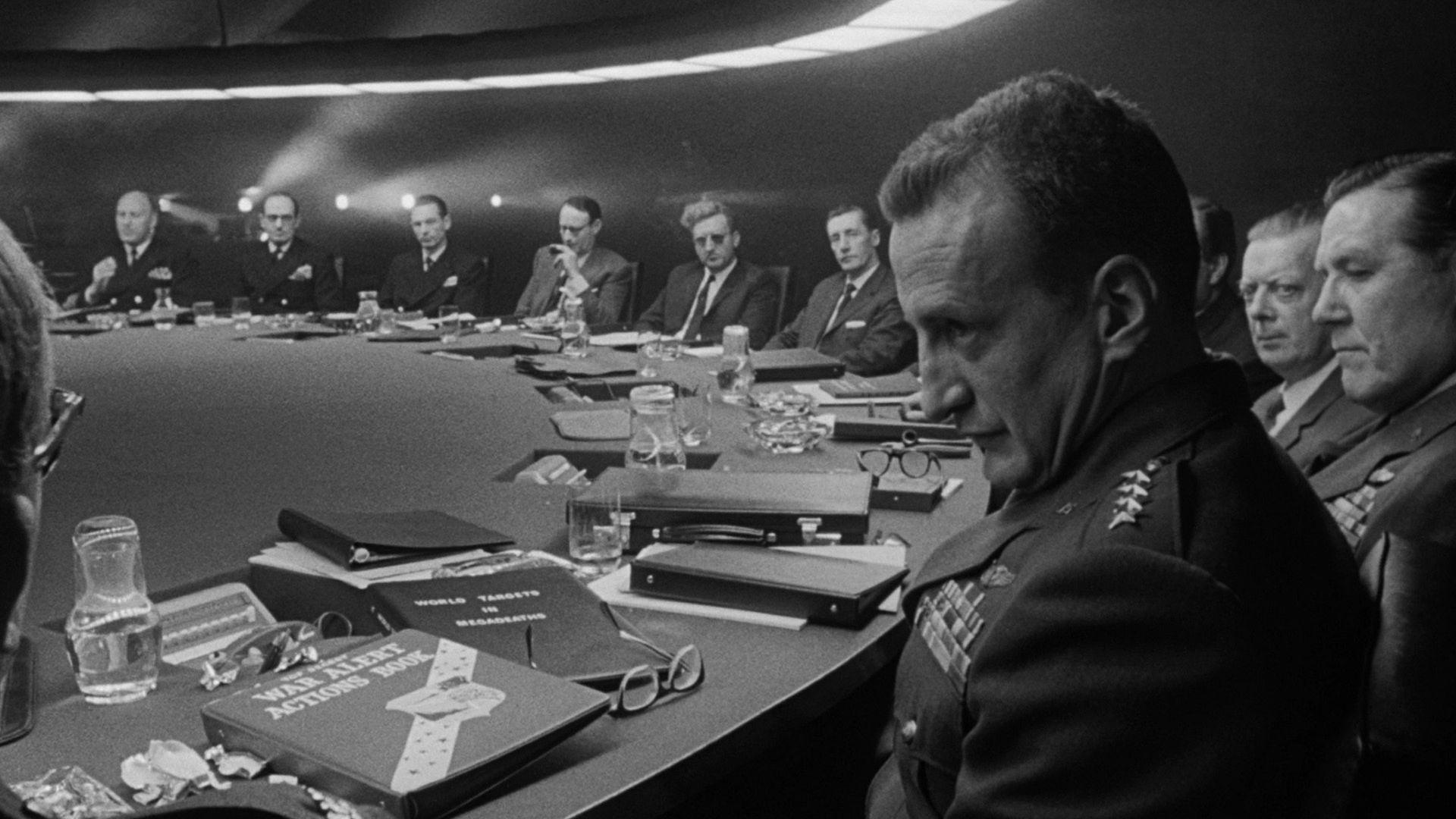 Top 250 фильмов IMDb Как я научился не волноваться и полюбил атомную бомбу (Dr. Strangelove or How I Learned to Stop Worrying and Love the Bomb) (1964)