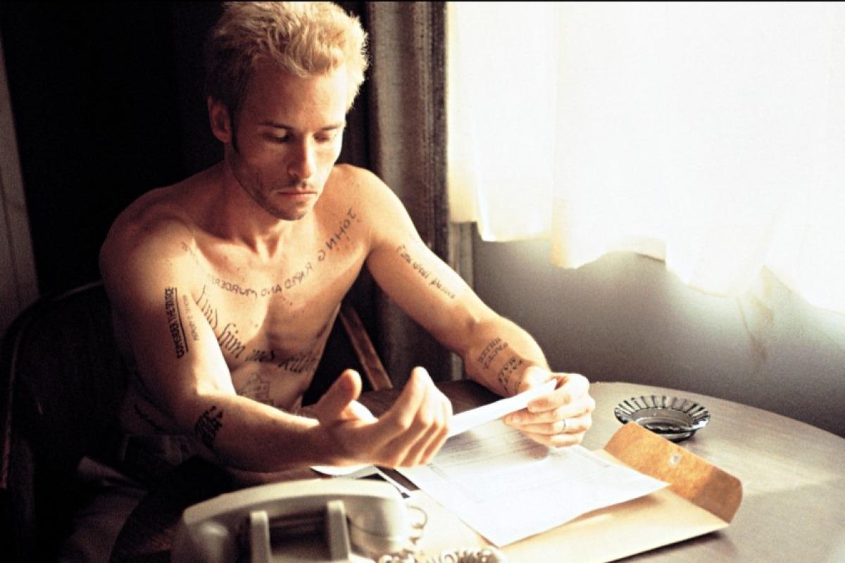 Top 250 фильмов IMDb Помни (Memento) (2000)