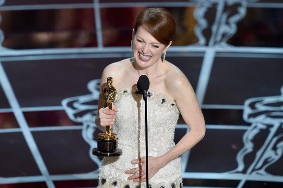 Оскар 2015 Джулианна Мур получила Оскар за главную женскую роль фильм Все еще Элис
