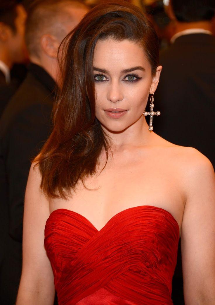 Эмилия Кларк фото красное платье  Emilia Clarke photo red dress