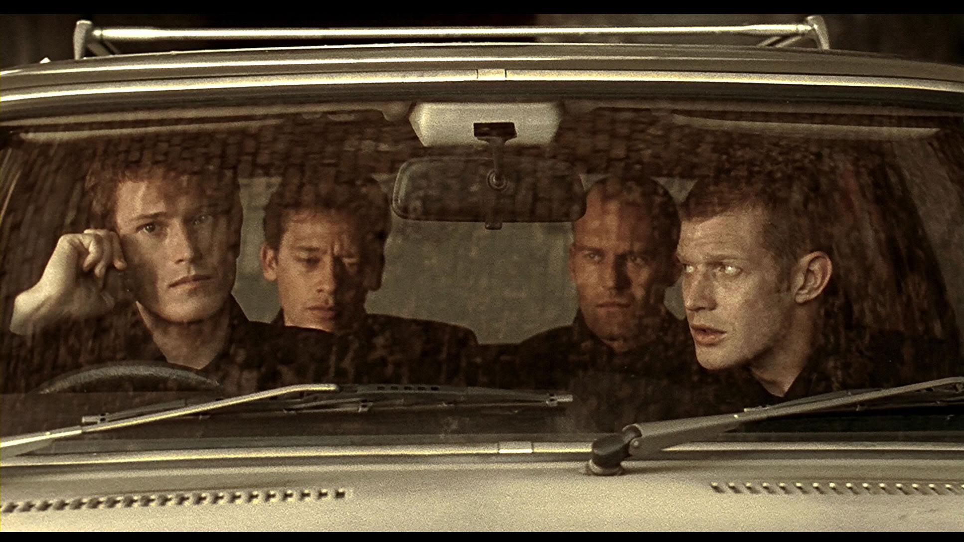 Top 250 фильмов IMDb Карты, деньги, два ствола (Lock, Stock and Two Smoking Barrels) (1998)
