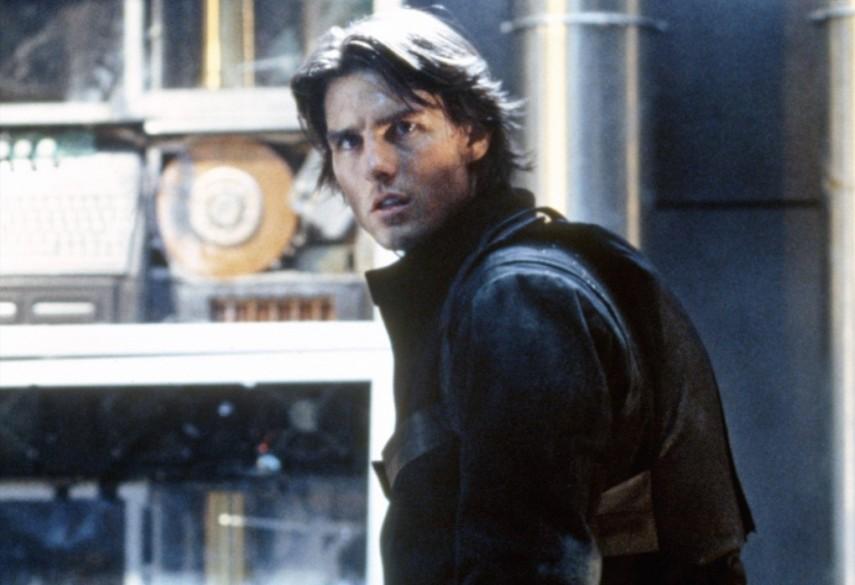 Миссия невыполнима (Mission Impossible) 2000 год менялось лицо Тома Круза