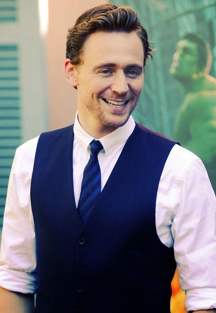 Том Хиддлстон фото жилет Tom Hiddleston photo