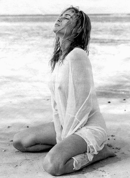 Эммануэль Беар фото грудь  Emmanuelle Beart photo breast see-through