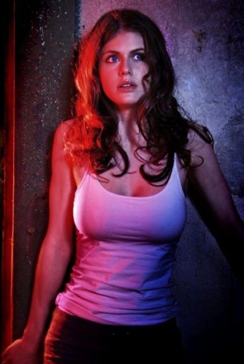 Александра Даддарио фото грудь Alexandra Daddario photo breast