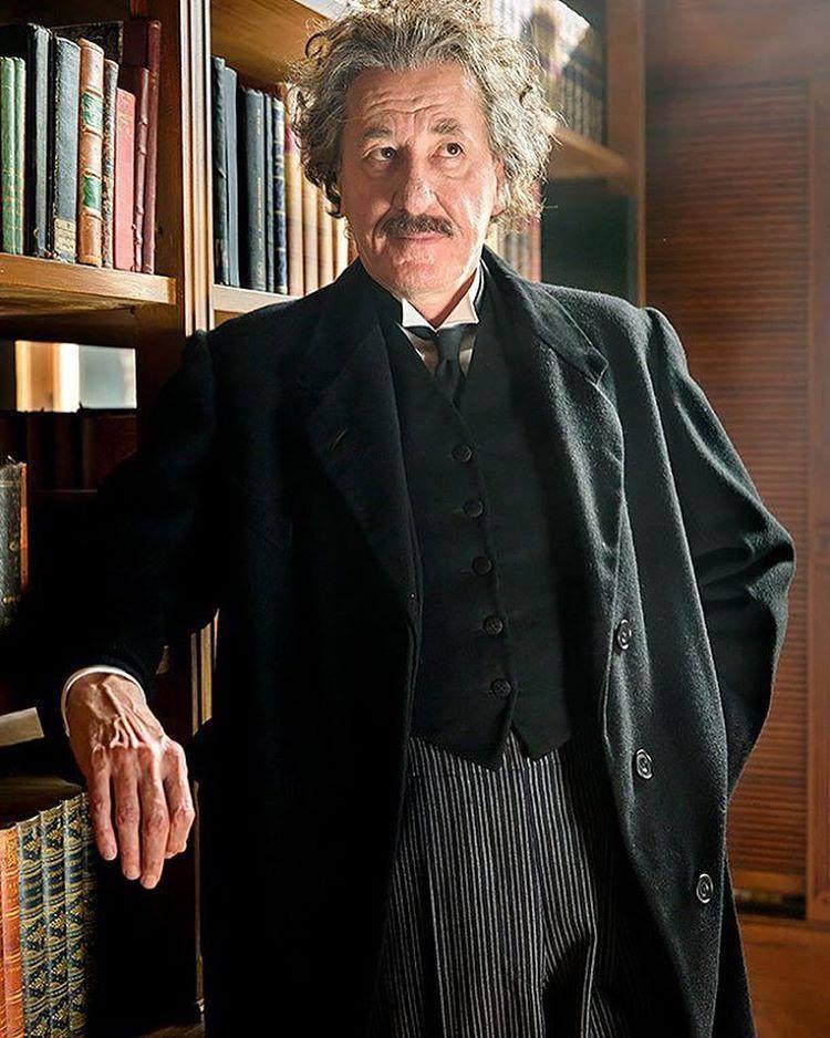 Джеффри Раша в образе Альберта Эйнштейна на съёмках сериала «Гений»