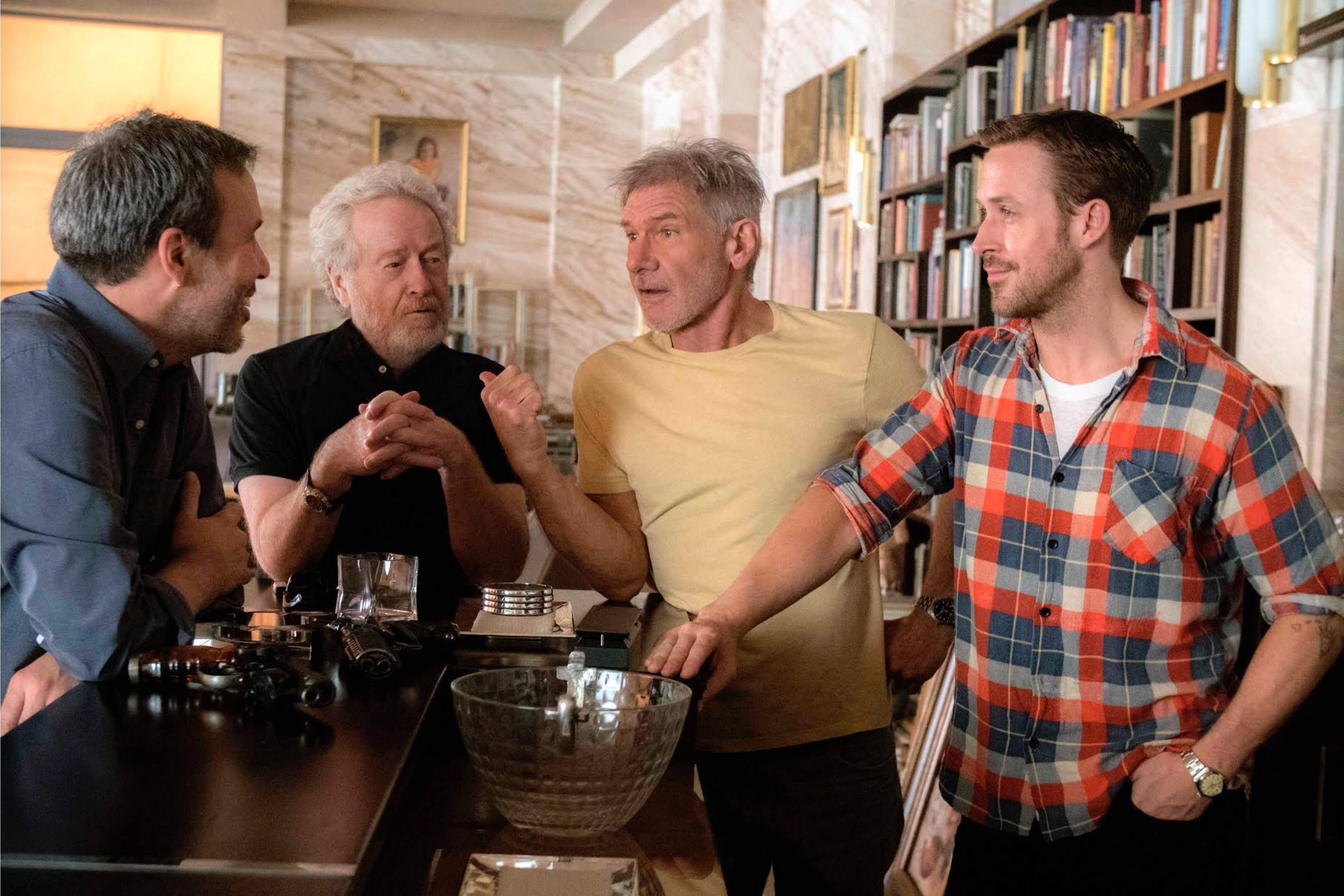 Бегущий по лезвию 2049 кадры Харрисон Форд, Райан Гослинг, Дени Вильнёв и Ридли Скотт