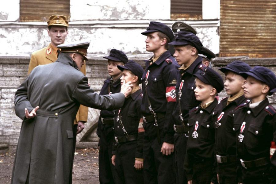 Бункер (Der Untergang) 2004